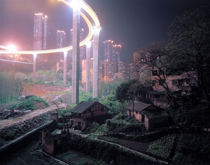 More Photographic Evidence That China Is A Land Of Contrasts (3 pics)