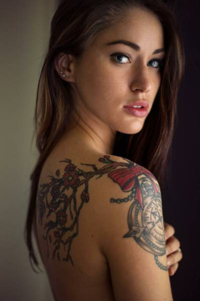 Give It Up For These Gorgeous Women And Their Love Of Ink (51 pics)