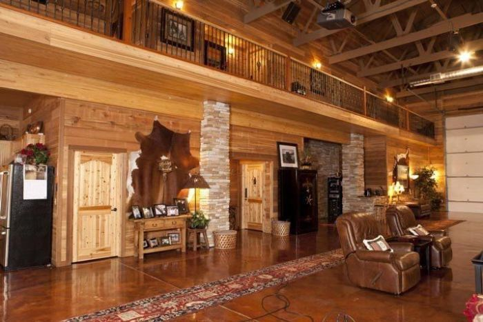 Texas Man Turns His Barn Into An Immaculate Bachelor Pad (10 pics)
