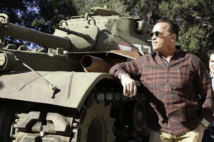 Photos From Arnold Schwarzenegger's Army Days (7 pics)