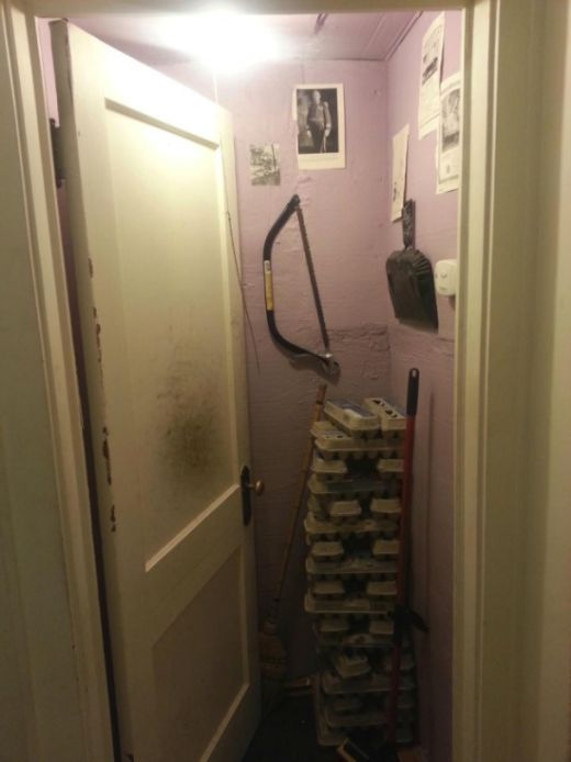 Man Comes Home And Finds Out His Room Is Now A Closet (3 pics)
