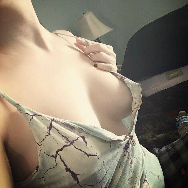 Beautiful Babes That Really Don't Want To Wear Bras Anymore (47 pics)