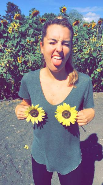 Everyone Needs A Gorgeous And Goofy Girl In Their Life (54 pics)