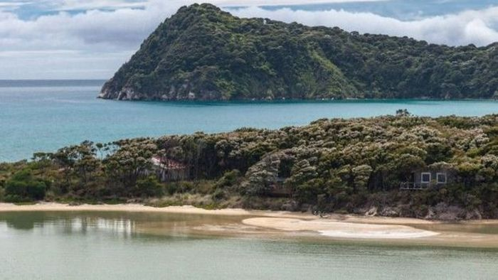 Crowdfunding Campaign Leads To The Purchase Of A New Zealand Beach (7 pics)