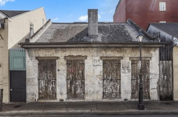 This 200 Year Old House May Look Rough, But The Inside Will Drop Your Jaw (12 pics)