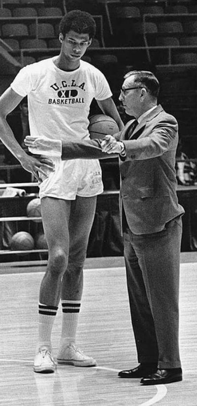 Kareem Abdul-Jabbar And Coach John Wooden Had An Unbreakable Bond (2 pics)