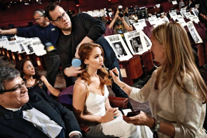 All The Best Behind The Scenes Photos From The Oscars (19 pics)