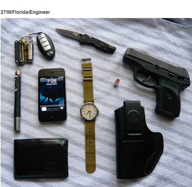 Photos That Show Items People Carry And How They Reflect Their Lifestyle (23 pics)