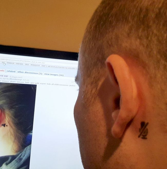 Girl Gets A Tattoo To Inform Strangers About Her Deaf Ear (2 pics)