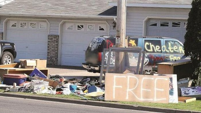People Who Went To Extreme Lengths To Tell The World Their Partner Cheated (31 pics)