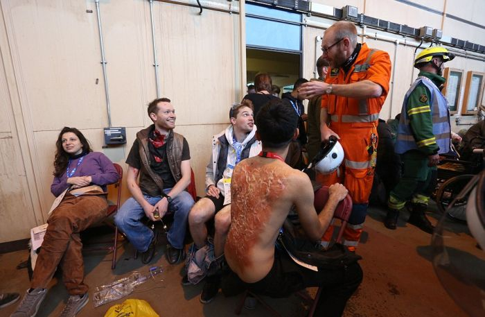 Hundreds Of Emergency Workers Take Part In The Biggest Disaster Drill Ever (10 pics)