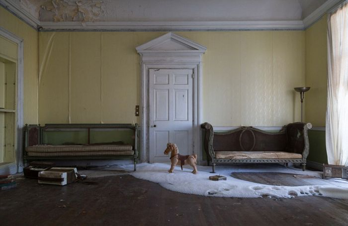 This Stunning Mansion Has Become Rundown Due To Years Of Neglect (29 pics)