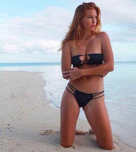 Get Ready For Summer With These Beach Babes In Bikinis (53 pics)