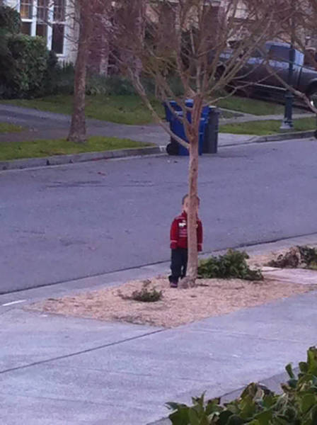 Kids That Totally Failed While Trying To Play Hide And Seek (60 pics)