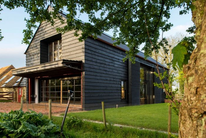 An Abandoned Barn House Was Transformed Into Something Beautiful (12 pics)
