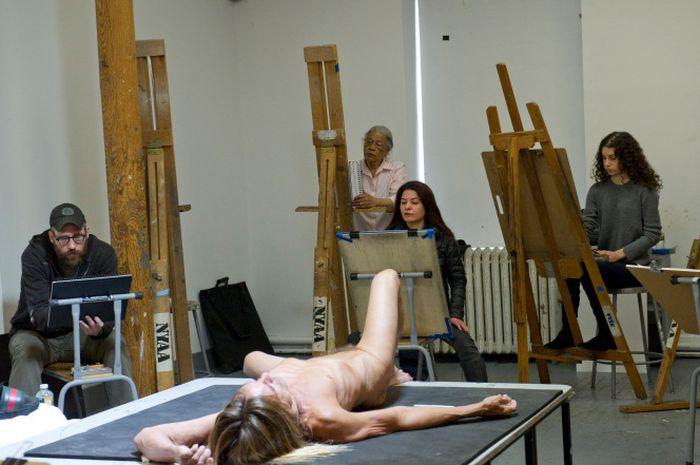 Iggy Pop Takes Off His Clothes For A Drawing Class In New York City (2 pics)