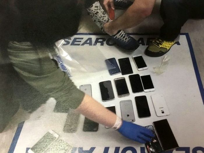 Thieves Get Busted After Pickpocketing Several Cellphones (3 pics)