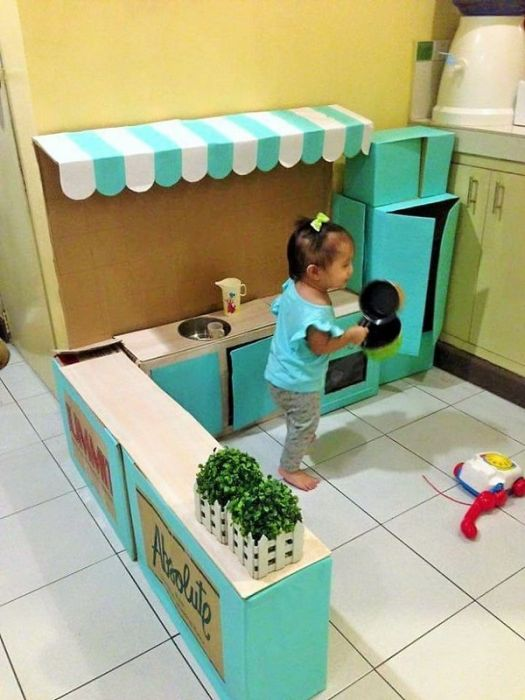 A Mother Built An Incredible Cardboard Kitchen For Her Kid (9 pics)