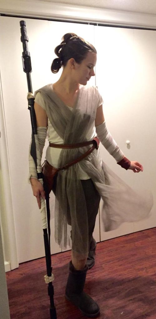 This Man's Wife Dressed Up As Rey From Star Wars And Totally Nailed It (2 pics)