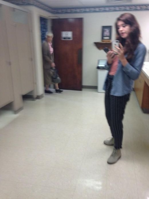People Who Got Busted While Trying To Take The Perfect Selfie (22 pics)