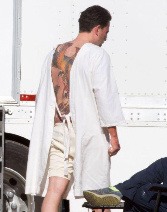 Ben Affleck Got A Giant Phoenix Tattooed On His Entire Back (3 pics)