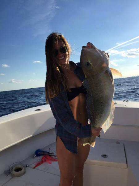 Sexy Ladies That Make Fishing Look Like A Lot Of Fun (50 pics)