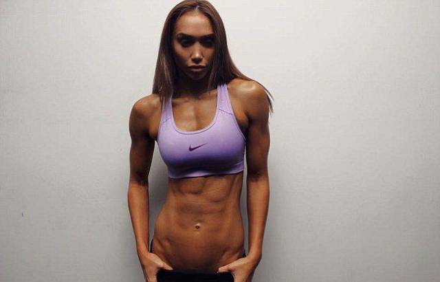 This Woman Is 8 Months Pregnant And She Still Has Abs (20 pics)