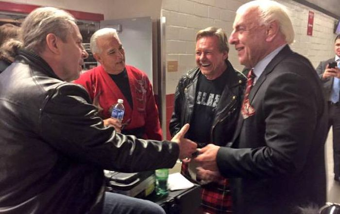 Cool Backstage Photos Of The Biggest Names In Professional Wrestling (29 pics)