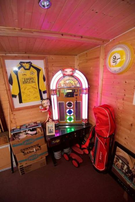 The Ultimate Man Cave Is Hidden In A Random House In Bristol (10 pics)