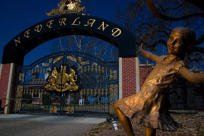 Four Friends Broke Into Micheal Jackson's Neverland Ranch And This Is What They Found (11 pics)