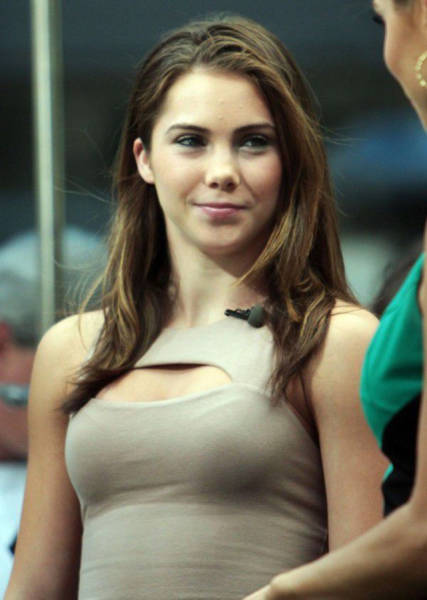 McKayla Maroney Is Now Smoking Hot And People Are Taking Notice (29 pics)