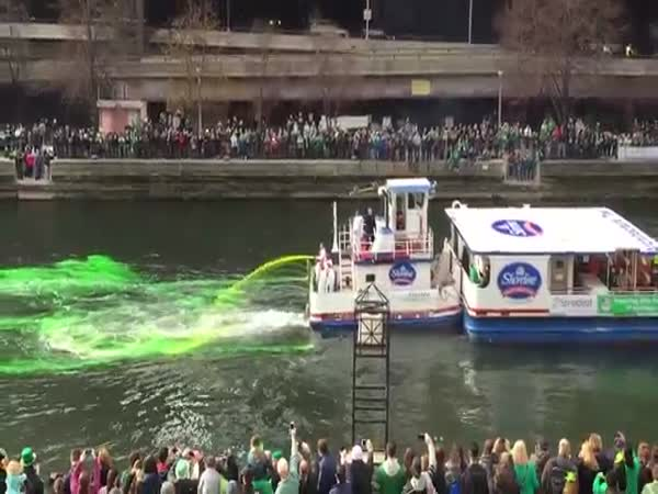 Dyeing The Chicago River Green For St Patricks Day 2016