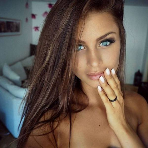 There's No Denying That Beautiful Girls Make The World A Better Place (59 pics)