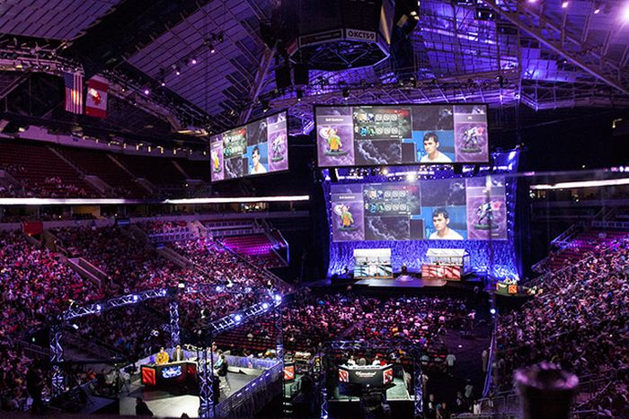 You Won't Believe How Much These People Get Paid To Play Video Games (8 pics)