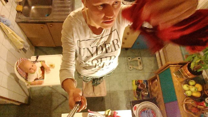 Woman Uses A Selfie Stick To Document A Day In The Life Of A Mom (26 pics)