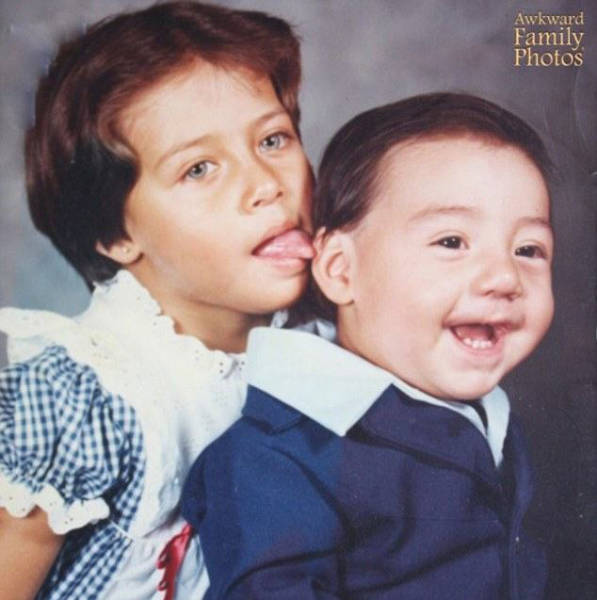 Kids Who Completely Ruined A Nice Family Portrait (33 pics)