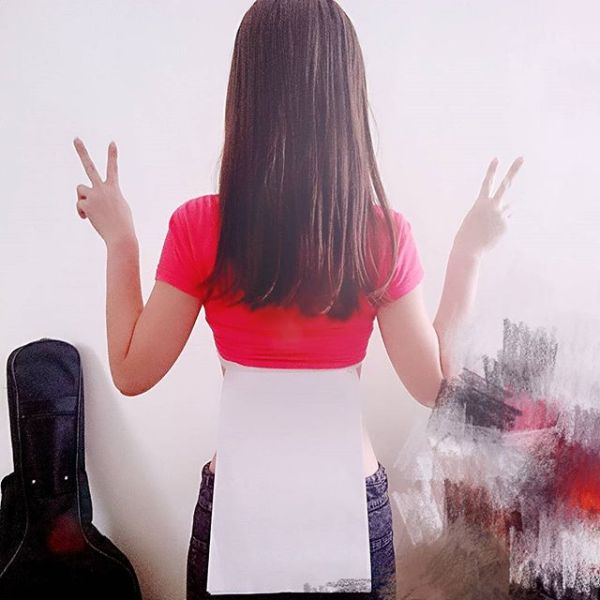 Chinese Women Are Now Getting In On The A4 Waist Challenge (26 pics)
