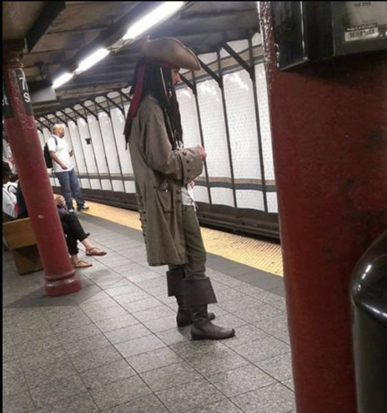 Commuting Opens You Up To A Whole New World Of Weirdness (40 pics)