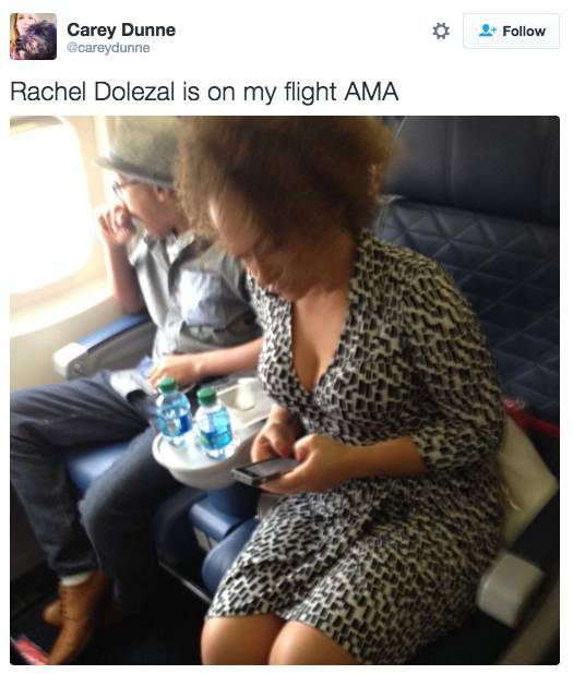 Random Celebrities Who Got Spotted On Airplanes (21 pics)