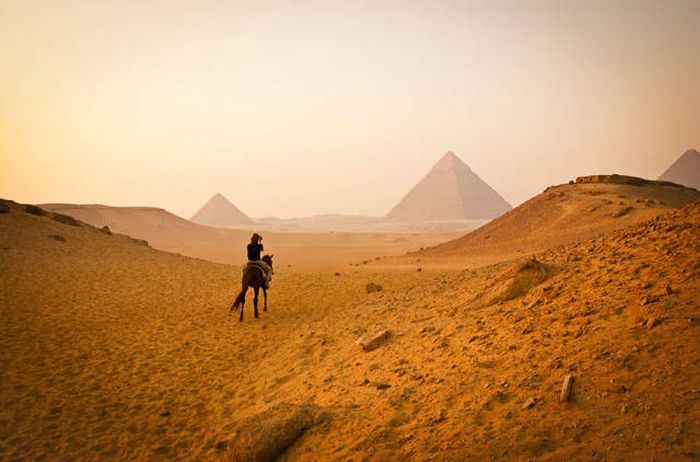When It Comes To Travel Photos Expectations Rarely Meet Reality (80 pics)