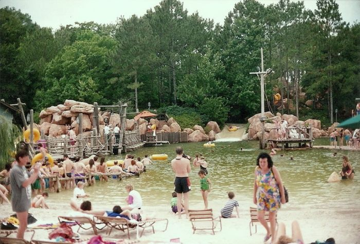 Disney's Abandoned Water Park Is Far From The Happiest Place On Earth (17 pics)