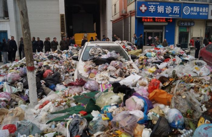 This Chinese Driver Parked In The Wrong Place (5 pics)