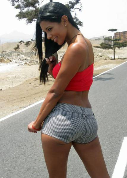 It's Always Wonderful When Sexy Girls Wear Short Shorts (72 pics)