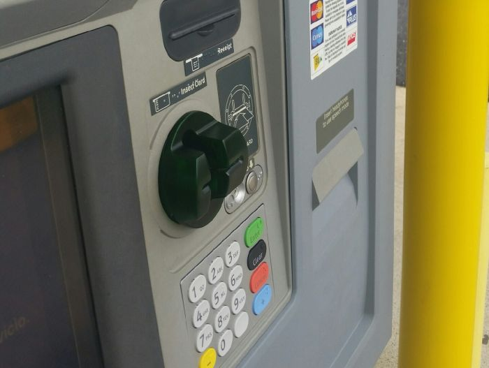 How To Keep Your Identity Safe When Using An ATM (3 pics)