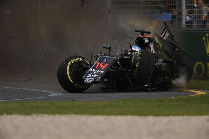 Fernando Alonso Amazingly Walked Away From A 200mph Crash With No Injuries (20 pics)