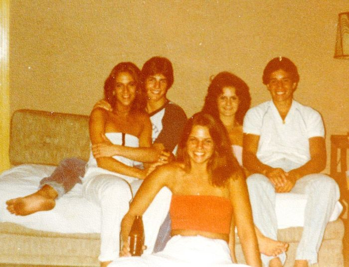 Rare Photos Show A Young Tom Cruise With His First Girlfriend (8 pics)