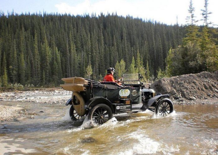 This 100 Year Old Car Still Runs Great (8 pics)