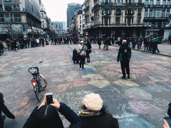 The Streets Of Brussels Have Become Much More Colorful (5 pics)
