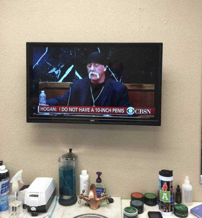 Hilarious TV Freeze Frames That Definitely Deserve Your Attention (14 pics)