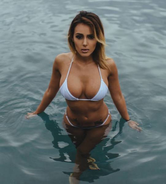 Sexy Ladies That Prove Women Look Better When They're Wet (64 pics)